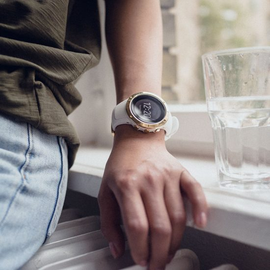 suunto_spartan_trainer_whr_gold_product_on_wrist_lifestyle-01